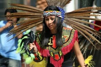 (Costumbres y Cultura.)