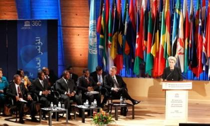 (Reunión en la UNESCO. París.)