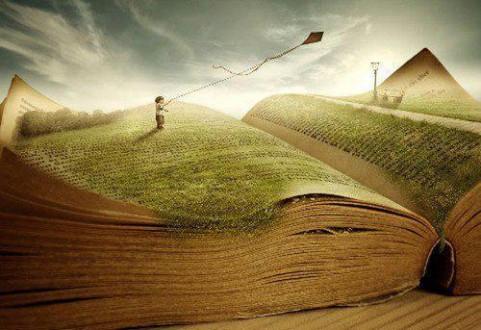 (La poesía es la manifestación de la belleza o del sentimiento estético por medio de la palabra)