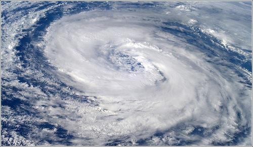 (El tifón es un fenómeno meteorológico)